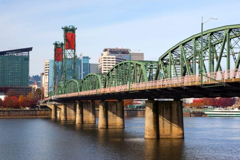 Hawthorne bridge to Portland Oregon, Where to live when moving to Portland Oregon