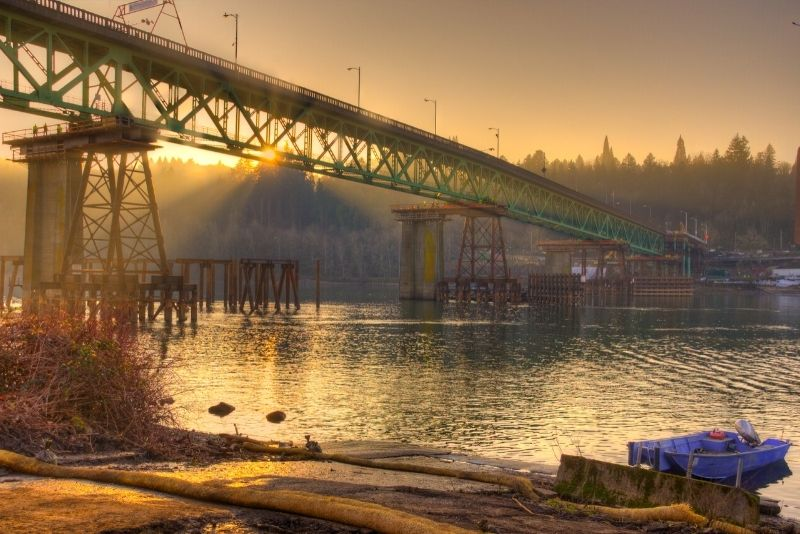 Sellwood Moreland bridge near Portland Oregon at sunset, How to use the Portland MAX trains