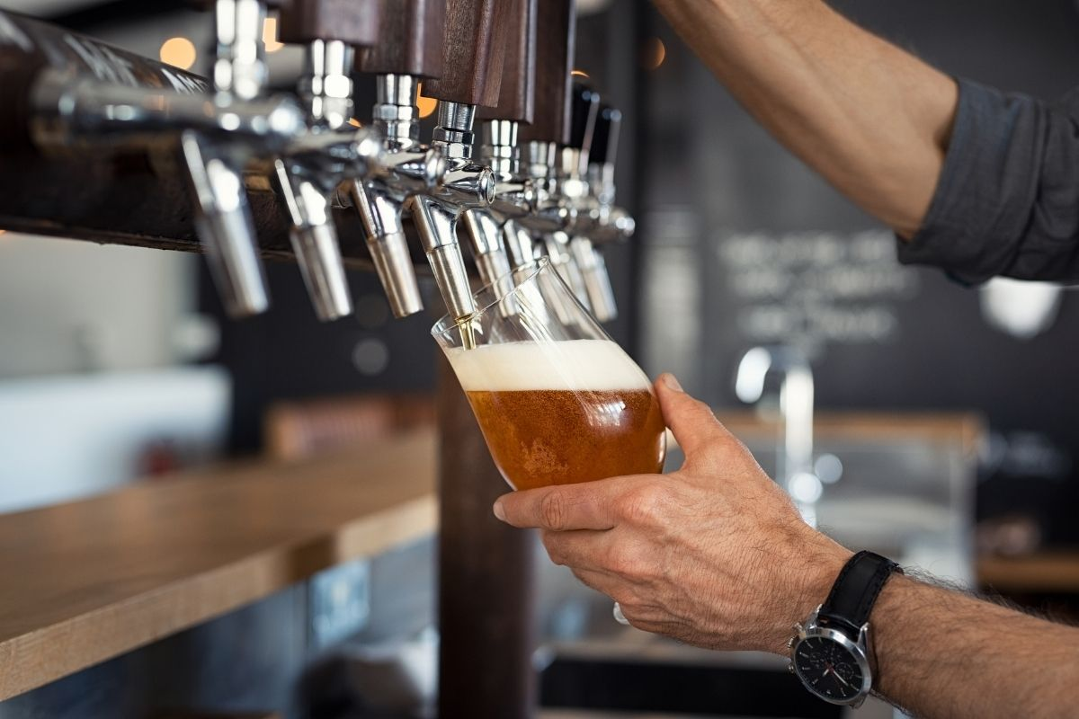 beer poured from the tap, pros and cons of living in Salem Oregon, PDX real estate