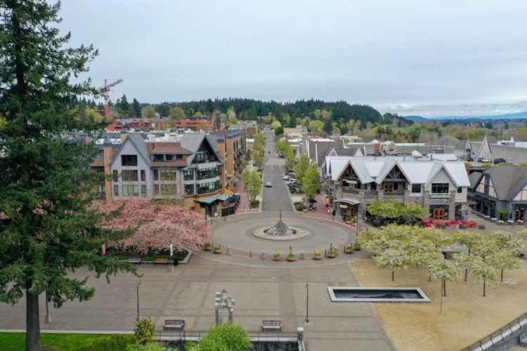 downtown lake oswego, 12 Reasons to move to Lake Oswego Oregon, Living in Portland Oregon real estate
