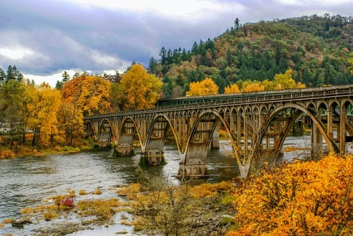 fall in Oregon on a river, things to do in Portland, 10 things you don't know about living in Portland Oregon