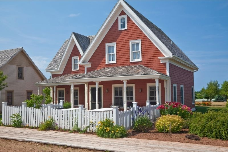 red house with manicured lawn, 3 things to know about Price per square foot